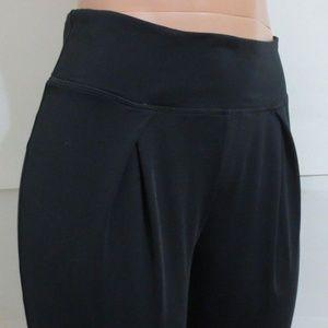 Fabletics - Pants Capri-Pleated Front -Black S